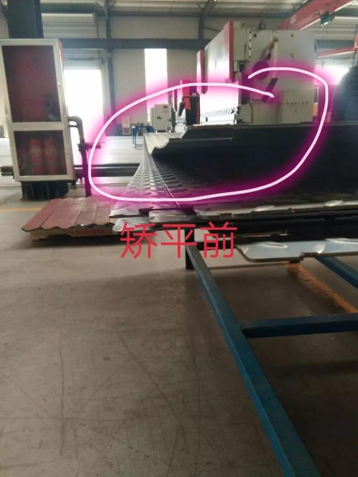 3.0mm碳钢花纹板矫平前